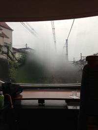 窓が曇ってます、、